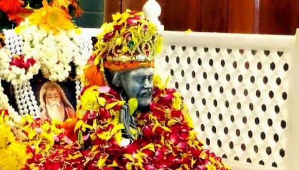 பக்தர்களின் மனங்களில் உள்ள விருப்பங்களை அறிந்து அவற்றை நிறைவேற்றும் ஷீர்டி சாய்பாபா..!